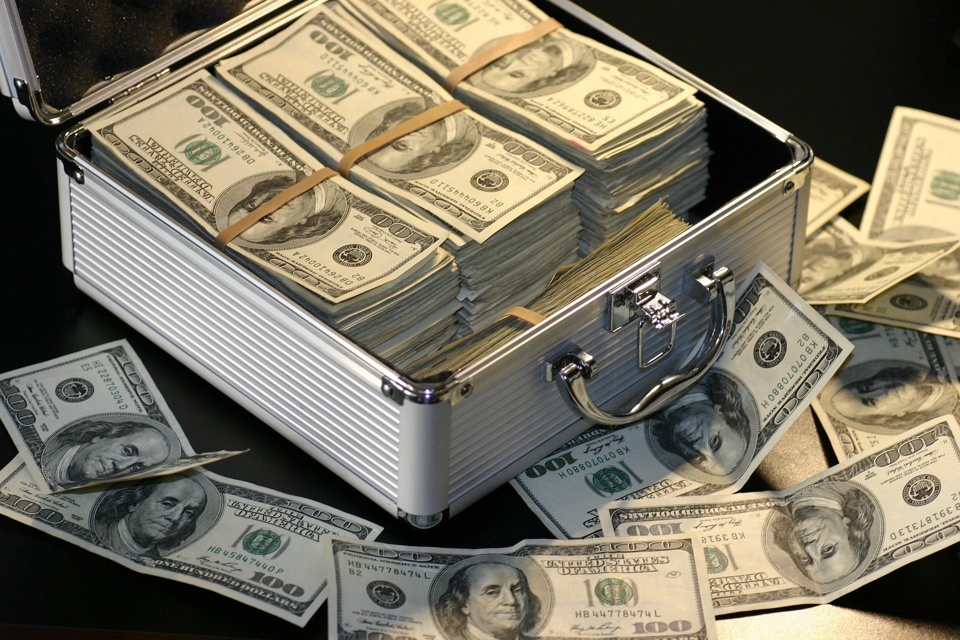 nagy pénzt keresni és elkölteni